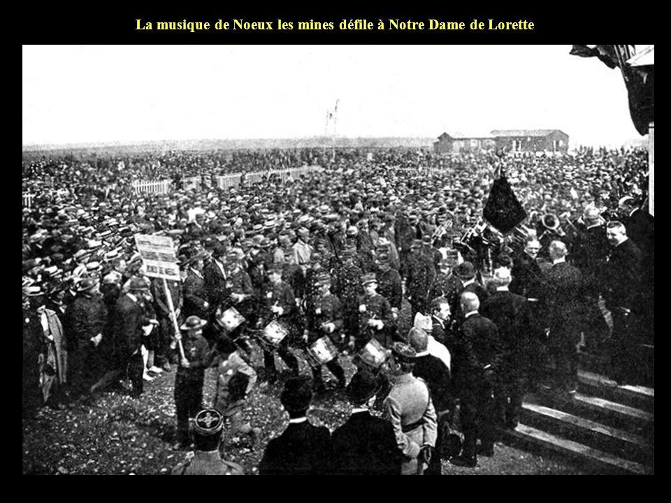 La foule le jour de linauguration de la Lanterne des Morts
