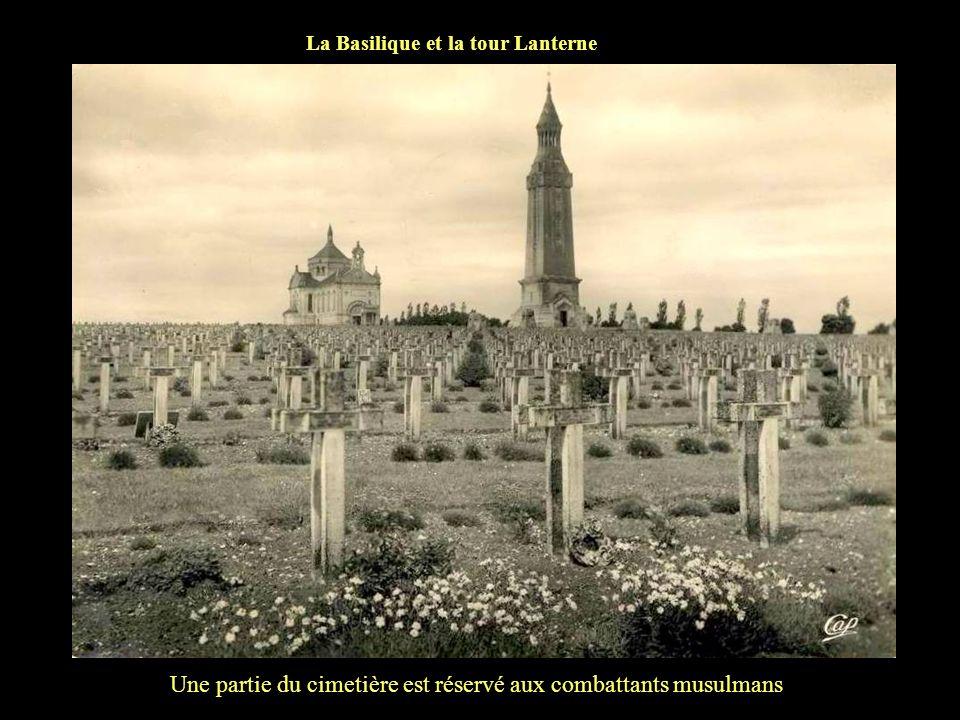 La musique de Noeux les mines défile à Notre Dame de Lorette