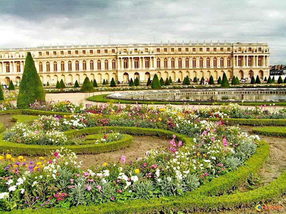 Le château de Versailles fut la résidence des rois de France Louis XIV, Louis XV et Louis XVI. Résidence royale, ce monument compte parmi les plus rem