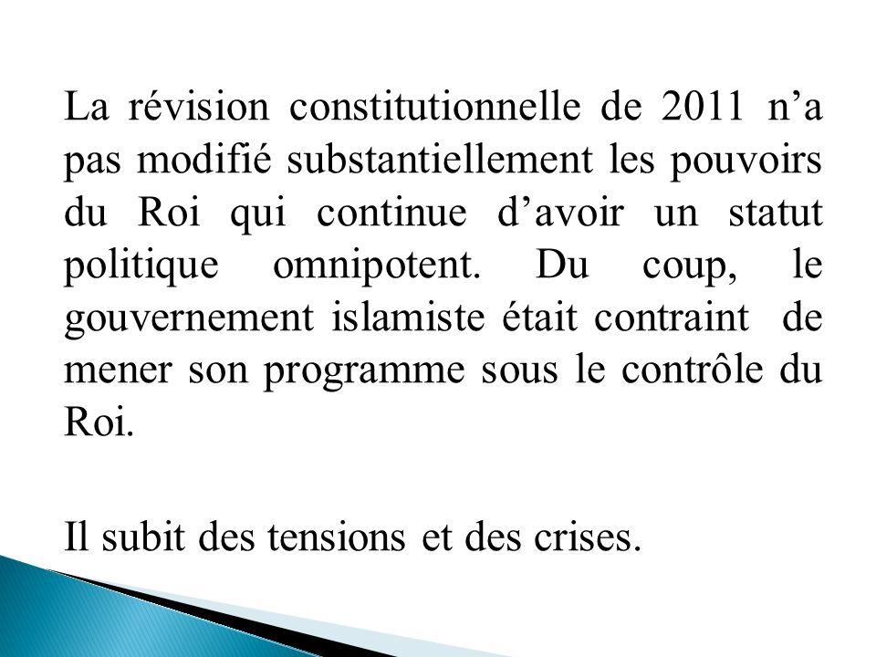 La révision constitutionnelle de 2011 na pas modifié substantiellement les pouvoirs du Roi qui continue davoir un statut politique omnipotent. Du coup