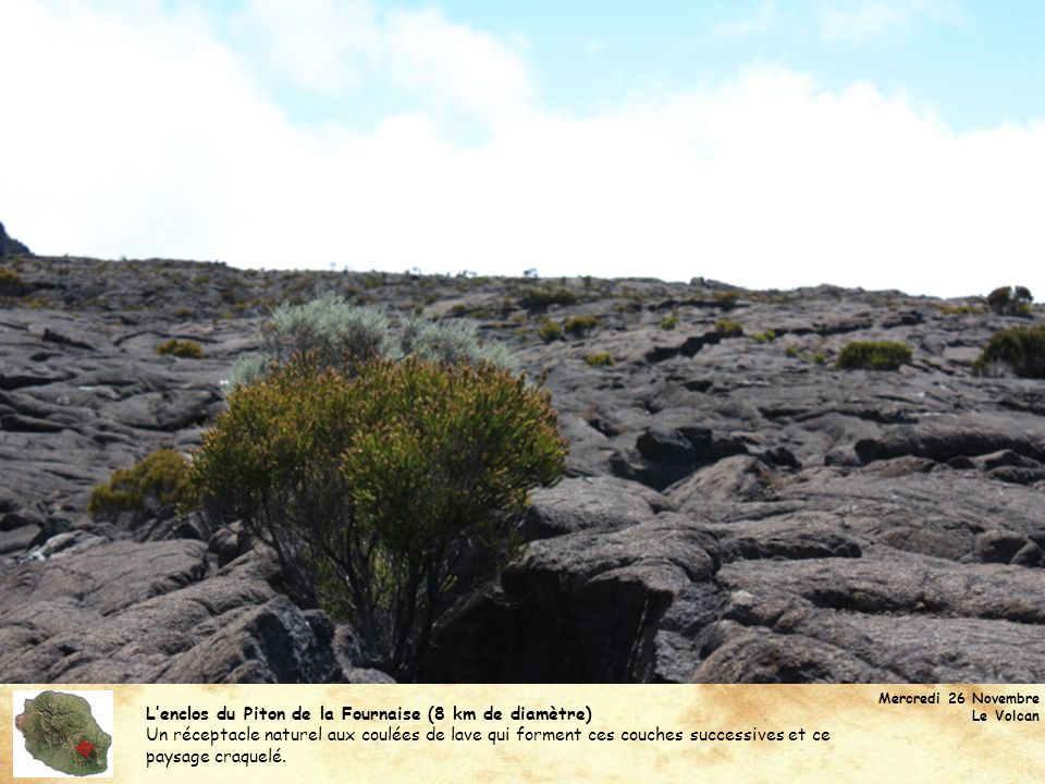 Lenclos du Piton de la Fournaise (8 km de diamètre) Un réceptacle naturel aux coulées de lave qui forment ces couches successives et ce paysage craque