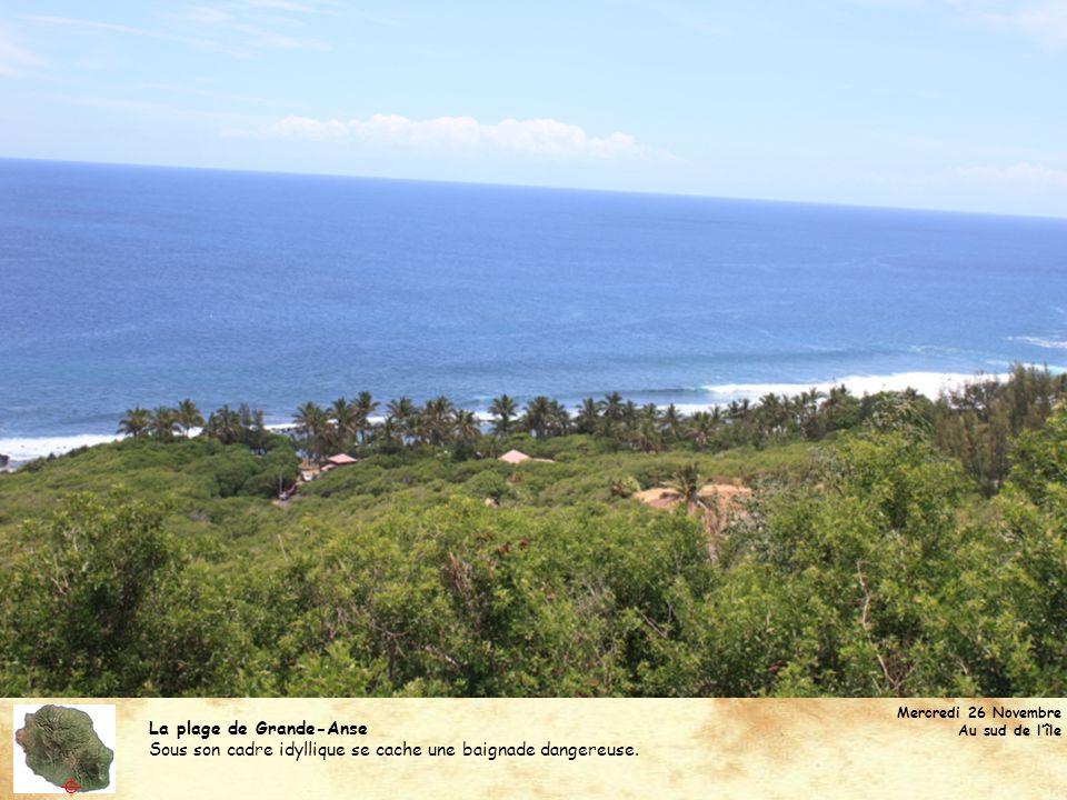 La plage de Grande-Anse Nous y avons fait une pause avant dattaquer les centaines de virages qui grimpent au bourg de Cilaos.