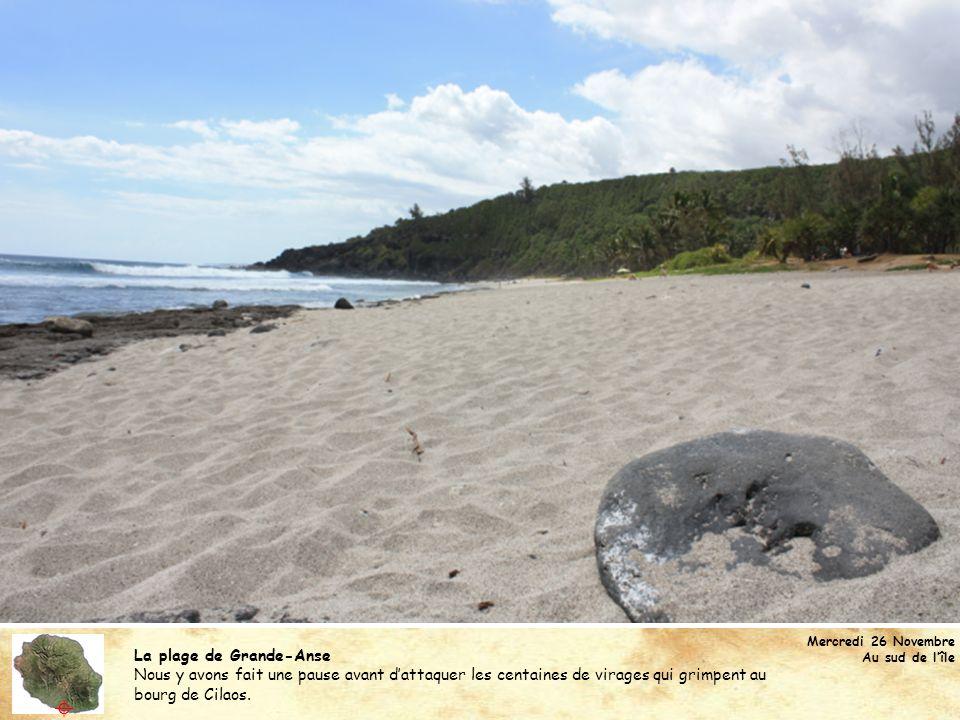La plage de Grande-Anse Nous y avons fait une pause avant dattaquer les centaines de virages qui grimpent au bourg de Cilaos. Mercredi 26 Novembre Au