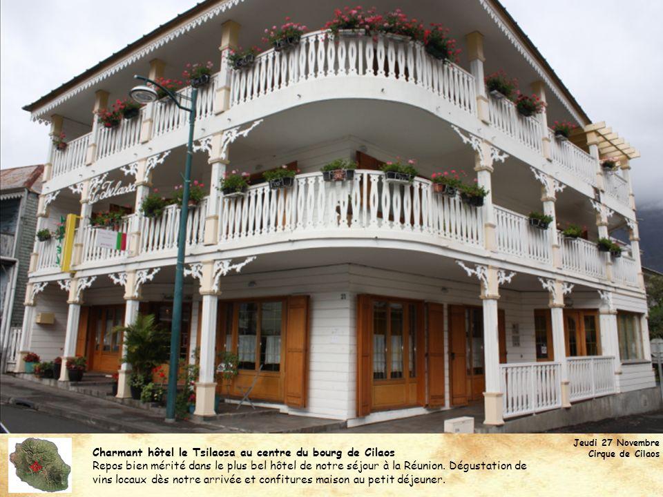 Charmant hôtel le Tsilaosa au centre du bourg de Cilaos Repos bien mérité dans le plus bel hôtel de notre séjour à la Réunion. Dégustation de vins loc