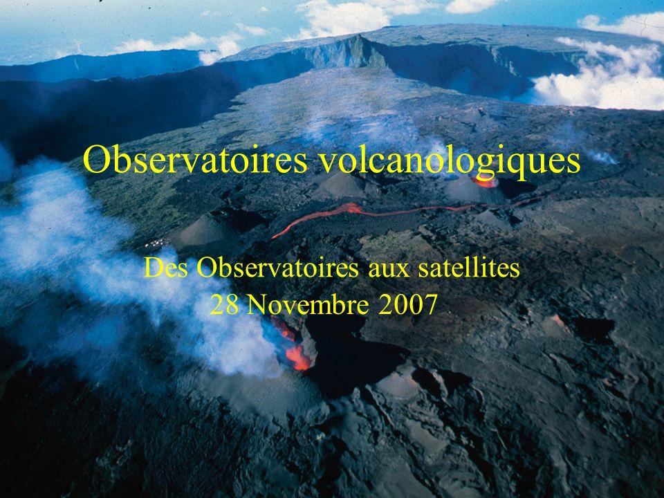 Surveillance sismique Activité faibleCrise sismiqueDébut dune éruption Diverses stations sismologiques enregistrent les séismes et les trémors volcaniques Les séismes enregistrés en un nombre suffisant de stations sont localisés