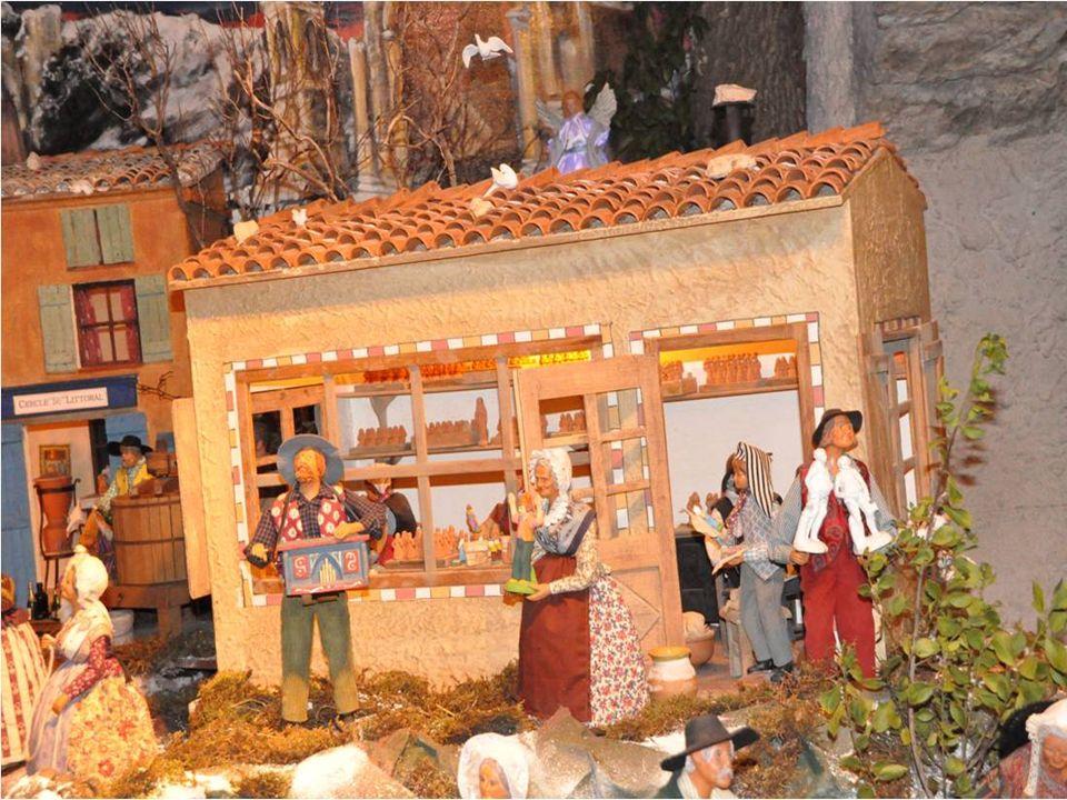 Parmi les préparatifs la crèche occupe une place importante. Celle de Gibert Orsini est un modèle du genre: 800 santons en costumes dépoque, dont 40 a