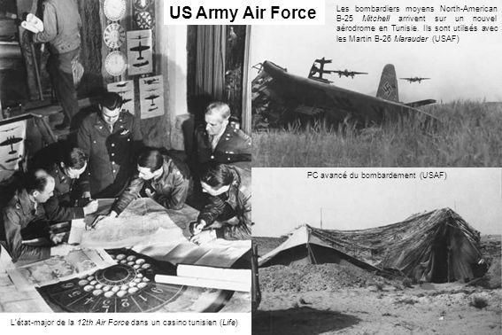 Létat-major de la 12th Air Force dans un casino tunisien (Life) US Army Air Force Les bombardiers moyens North-American B-25 Mitchell arrivent sur un