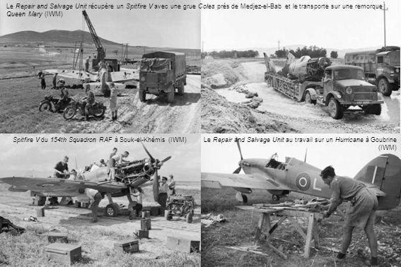Le Repair and Salvage Unit récupère un Spitfire V avec une grue Coles près de Medjez-el-Bab et le transporte sur une remorque Queen Mary (IWM) Spitfir