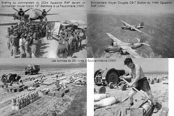 Les bombes de 250 livres à Souk-el-Khémis (IWM) Briefing du commandant du 223rd Squadron RAF devant un bombardier moyen Martin 187 Baltimore à La Fauc