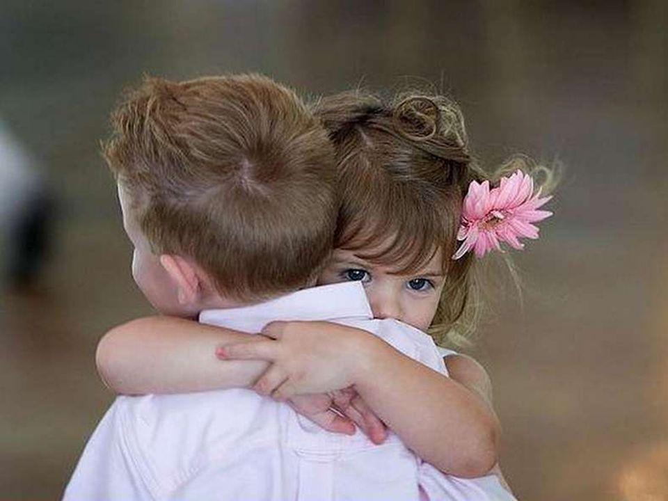 Notre plus grande faiblesse est notre hésitation à dire aux autres combien nous les aimons pendant qu ils sont là.