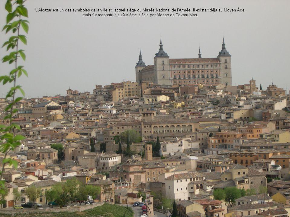 LAlcazar est un des symboles de la ville et lactuel siège du Musée National de lArmée. Il existait déjà au Moyen Âge, mais fut reconstruit au XVIème s