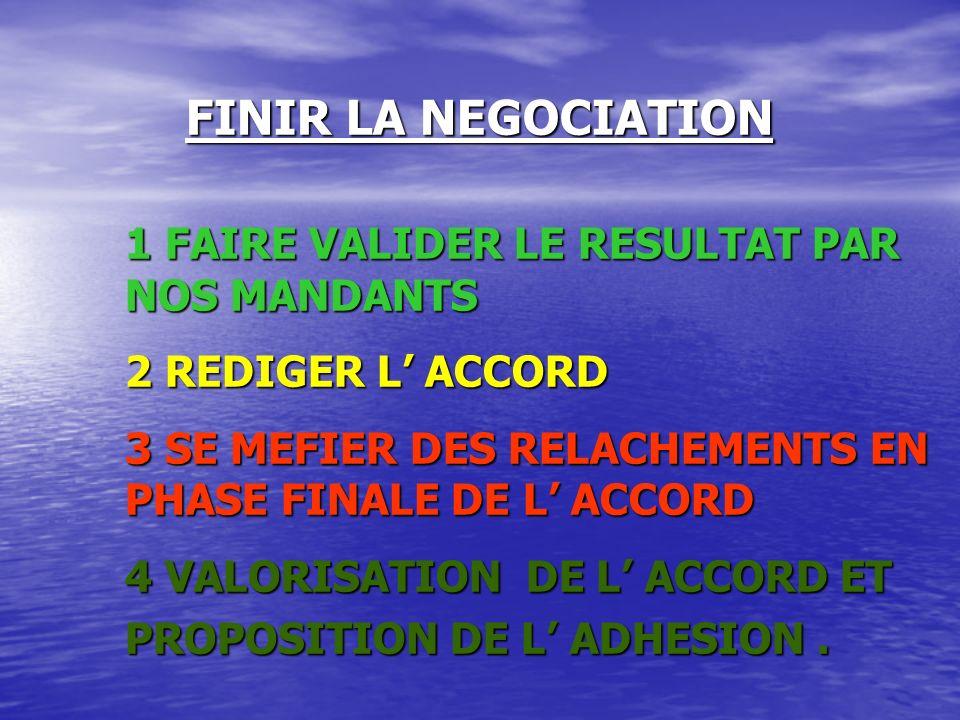 LORS DU DEROULEMENT DE LA NEGOCIATION 1 - SE DECENTER DE SOI, DE SES POSITIONS 2 - ECOUTER ET FAIRE ATTENTION AUX MOINDRE SIGNAUX DE L ADVERSAIRE 3 - GARDER SON SANG FROID EN TOUTE OCCASION: PAS D IMPULSIVITE 4 - ÊTRE STRATEGIQUE 5 - FERMETE ET SOUPLESSE A LA FOIS 6 - MENAGER L AVENIR DE LA RELATION, DE L INTERDEPENDANCE ENTRE LES PARTIES