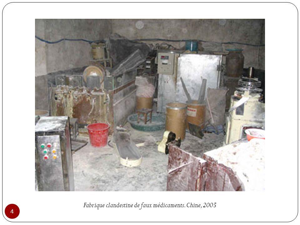 Fabrique clandestine de faux médicaments. Chine, 2005 4