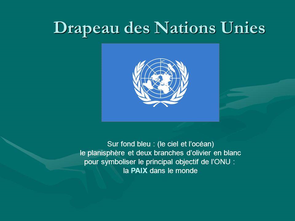 Drapeau des Nations Unies Sur fond bleu : (le ciel et locéan) le planisphère et deux branches dolivier en blanc pour symboliser le principal objectif