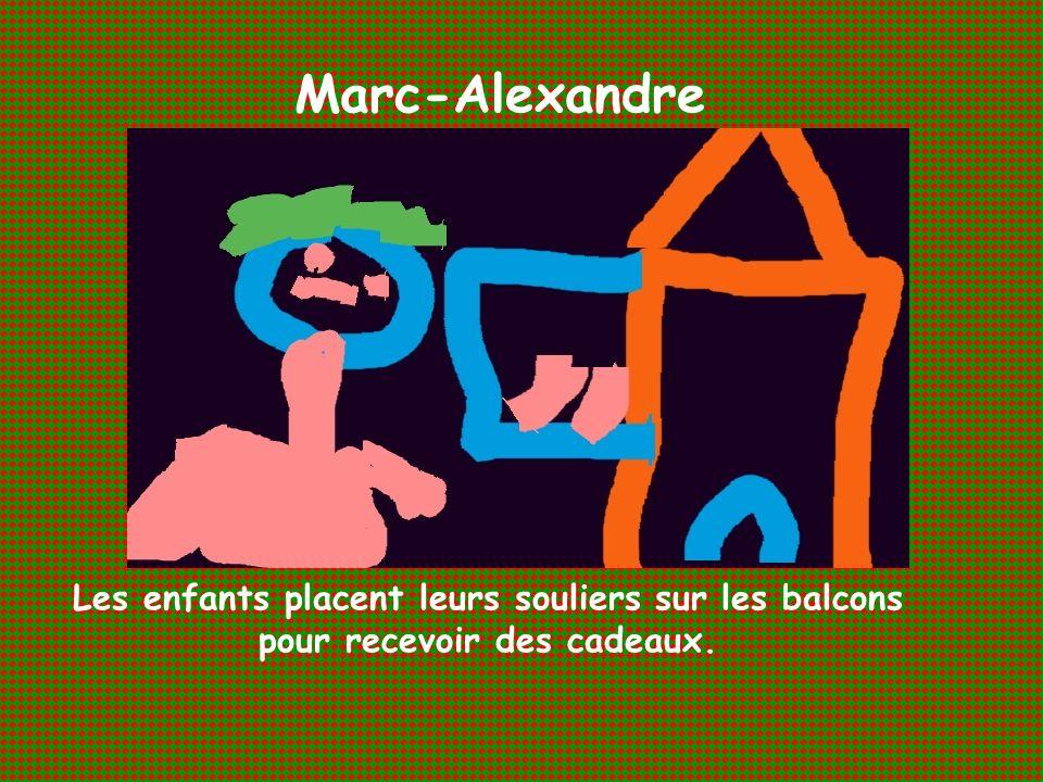 Marc-Alexandre Les enfants placent leurs souliers sur les balcons pour recevoir des cadeaux.