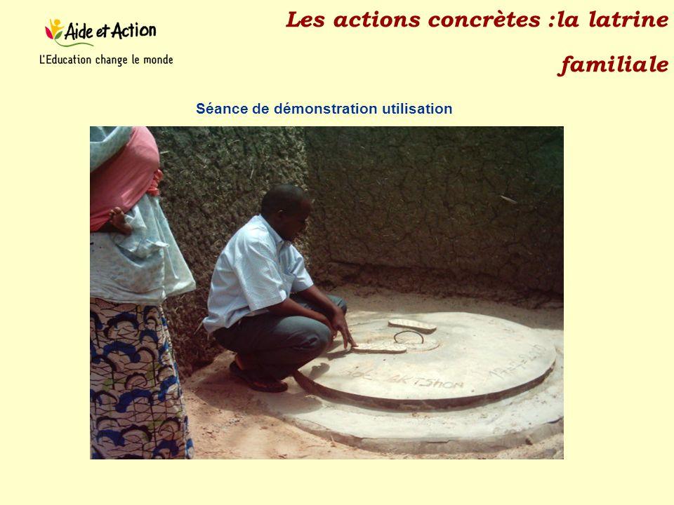 Les actions concrètes :la latrine familiale Séance de démonstration utilisation