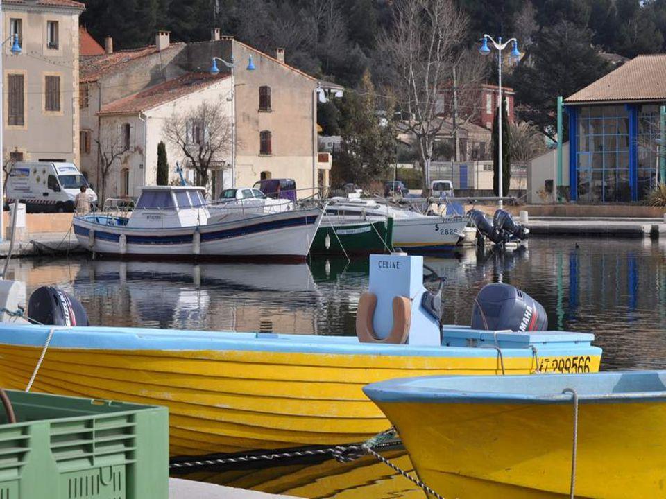 Port de pêche, mais aussi port de plaisance : lEtang de Berre communique avec la Méditerranée.