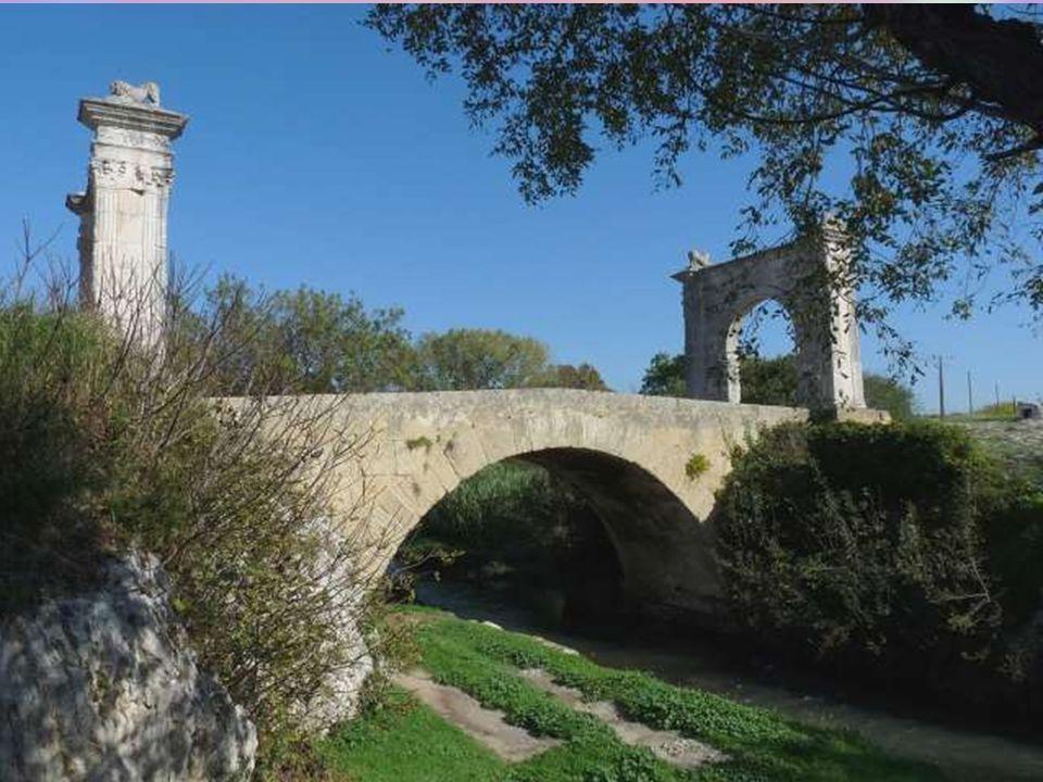 Saint Chamas a une très vieille histoire ! Quand, au VIIe siècle est construite une chapelle dédiée à Saint-Aman (Sanctus Amantus comme on dit alors),