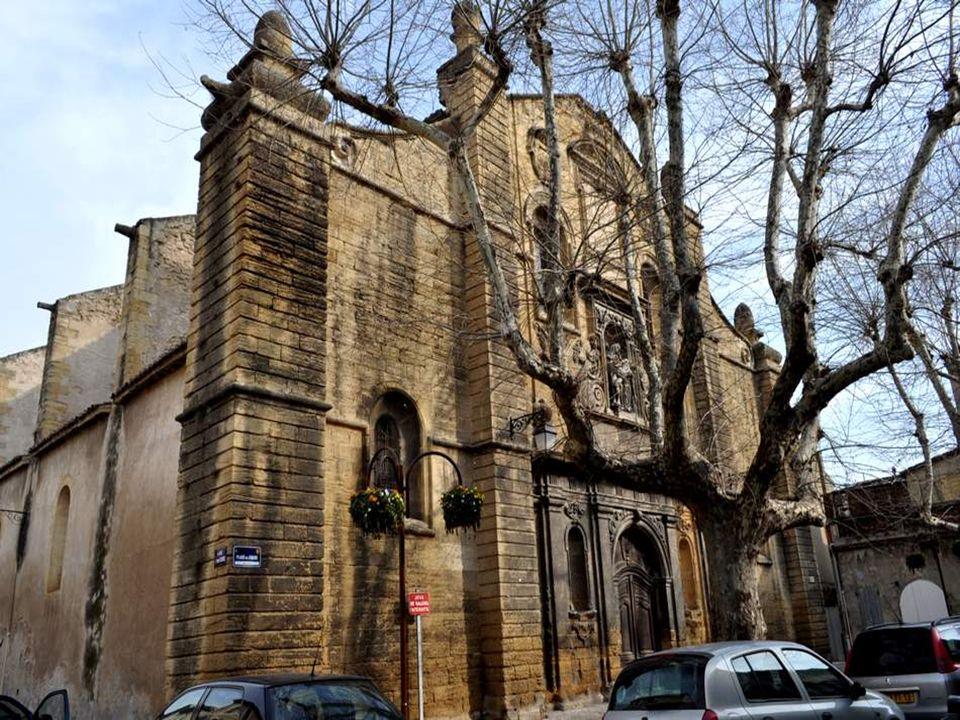 LEGLISE SAINT LÉGER est léglise parois- siale de Saint Chamas. Cette église, construite vers 1868, est attribuée à l'architecte aixois Pierre Pa- vill