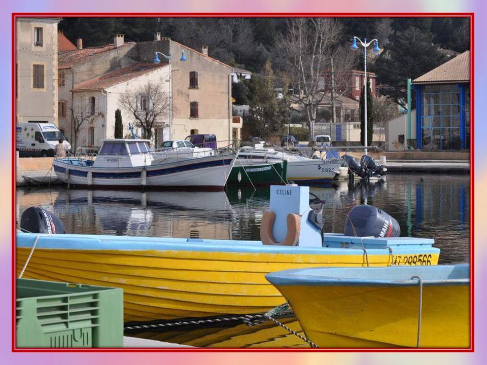 Nous sommes arrivées à Saint Chamas par un jour ensoleillé de début mars 2012, et jai été séduite par ce petit port animé et coloré, même si notre vis