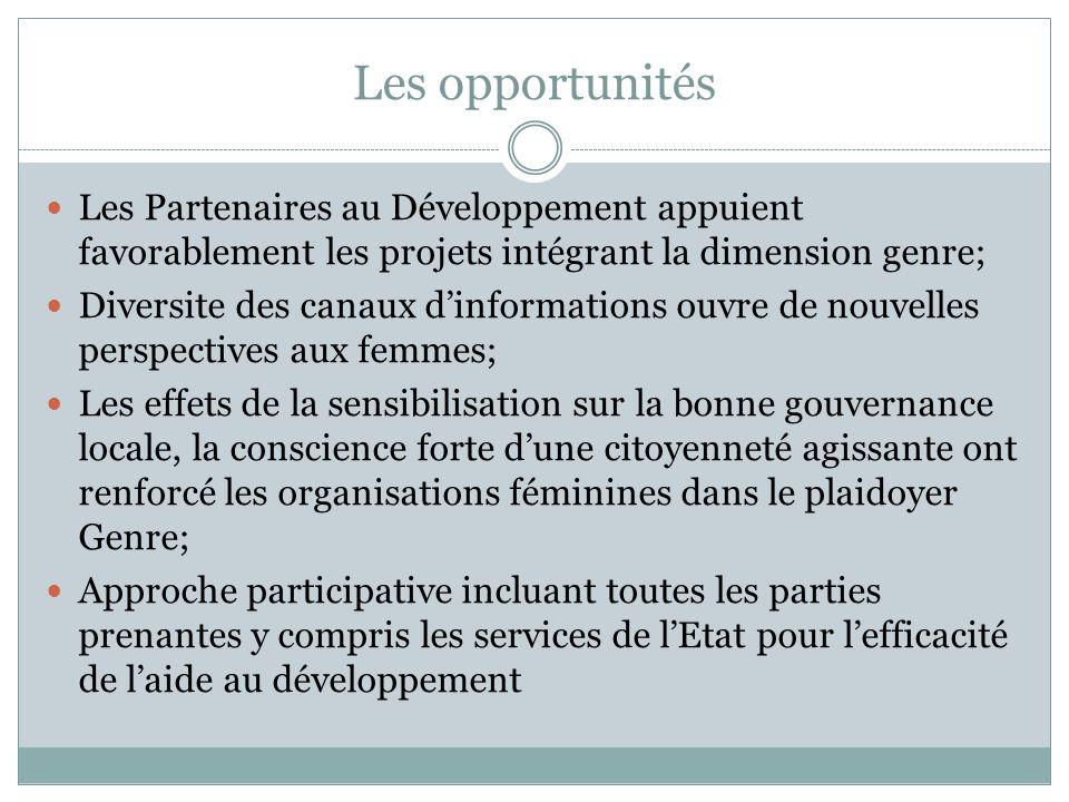 Les opportunités Les Partenaires au Développement appuient favorablement les projets intégrant la dimension genre; Diversite des canaux dinformations ouvre de nouvelles perspectives aux femmes; Les effets de la sensibilisation sur la bonne gouvernance locale, la conscience forte dune citoyenneté agissante ont renforcé les organisations féminines dans le plaidoyer Genre; Approche participative incluant toutes les parties prenantes y compris les services de lEtat pour lefficacité de laide au développement