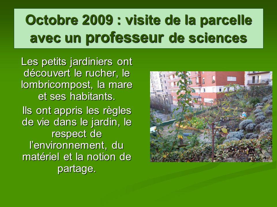 Octobre 2009 : visite de la parcelle avec un professeur de sciences Les petits jardiniers ont découvert le rucher, le lombricompost, la mare et ses ha