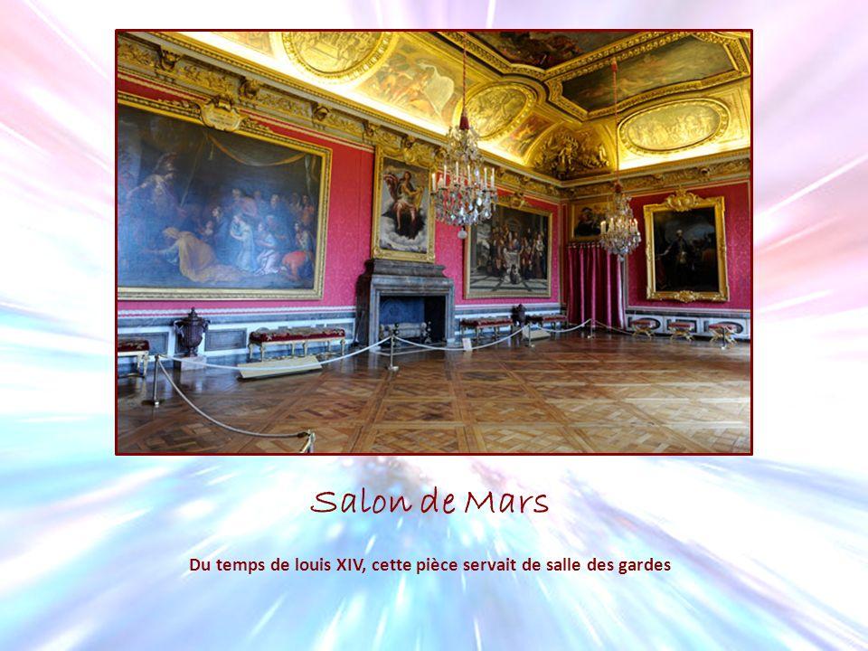 Salon de Mars Du temps de louis XIV, cette pièce servait de salle des gardes