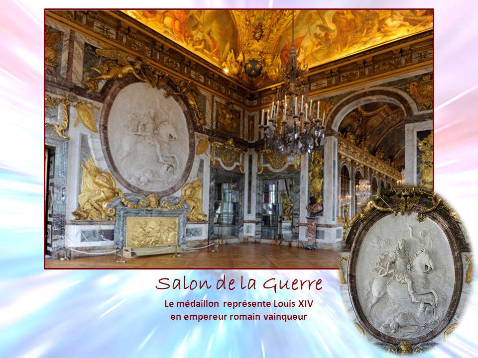 Salon de la Guerre Le médaillon représente Louis XIV en empereur romain vainqueur