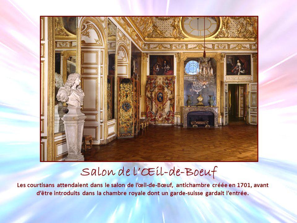 Salon de lŒil-de-Boeuf Les courtisans attendaient dans le salon de lœil-de-Bœuf, antichambre créée en 1701, avant dêtre introduits dans la chambre roy