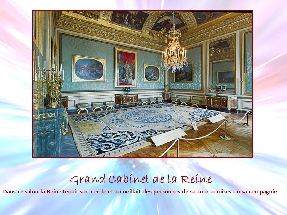 Grand Cabinet de la Reine Dans ce salon la Reine tenait son cercle et accueillait des personnes de sa cour admises en sa compagnie