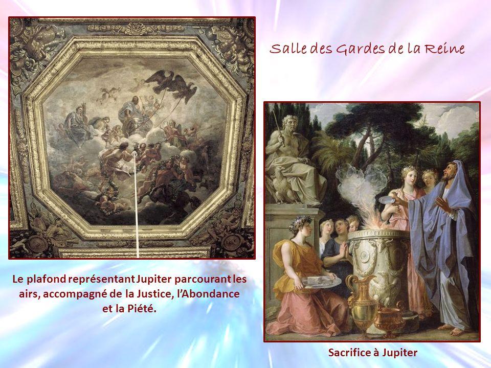 Le plafond représentant Jupiter parcourant les airs, accompagné de la Justice, lAbondance et la Piété. Sacrifice à Jupiter Salle des Gardes de la Rein