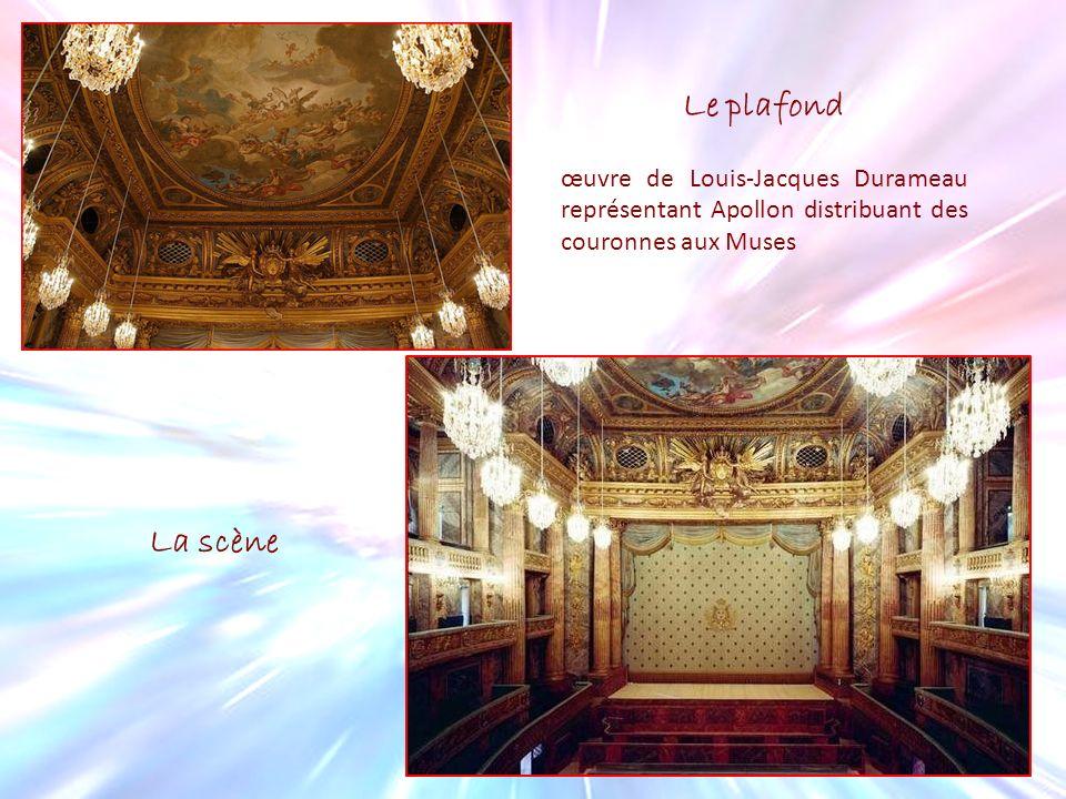 Le plafond œuvre de Louis-Jacques Durameau représentant Apollon distribuant des couronnes aux Muses La scène