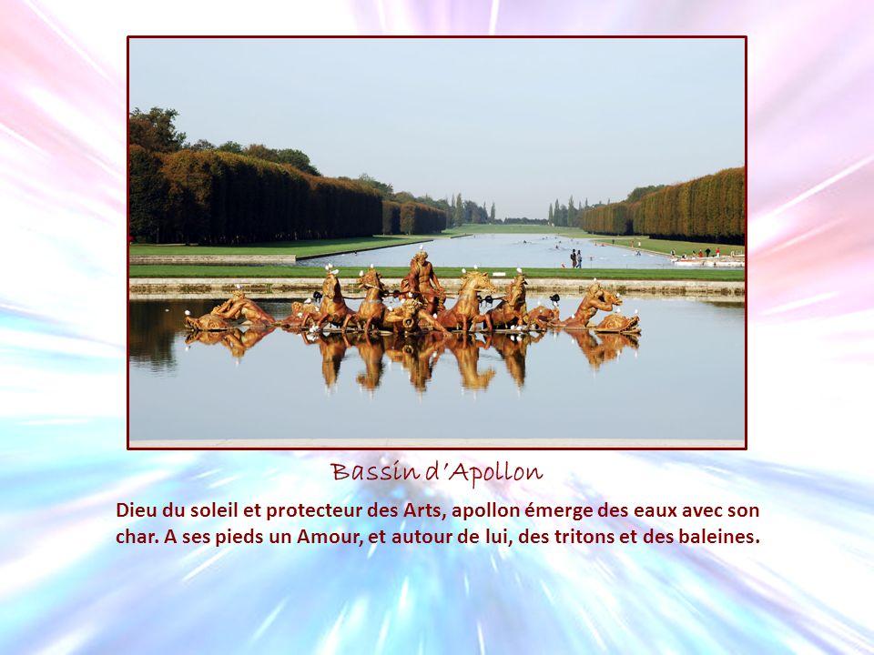 Bassin dApollon Dieu du soleil et protecteur des Arts, apollon émerge des eaux avec son char. A ses pieds un Amour, et autour de lui, des tritons et d