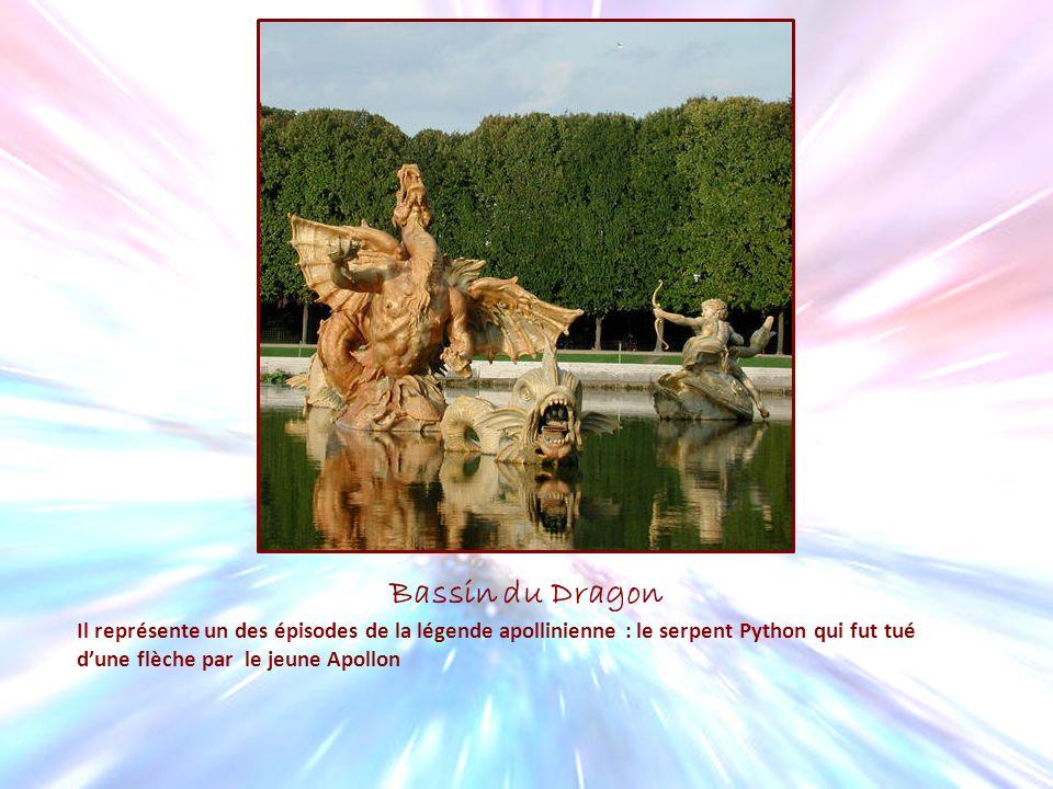 Bassin du Dragon Il représente un des épisodes de la légende apollinienne : le serpent Python qui fut tué dune flèche par le jeune Apollon