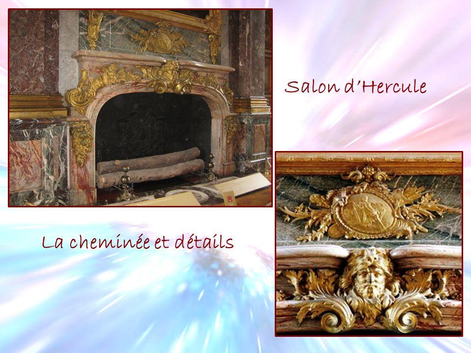 Salon dHercule La cheminée et détails