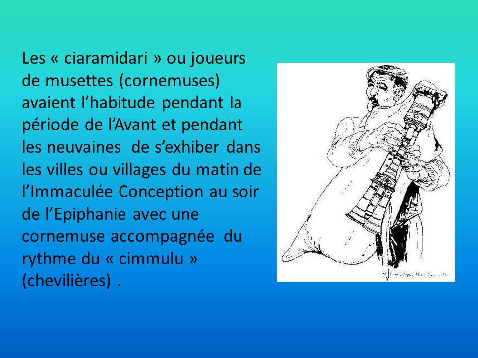 Les « ciaramidari » ou joueurs de musettes (cornemuses) avaient lhabitude pendant la période de lAvant et pendant les neuvaines de sexhiber dans les v