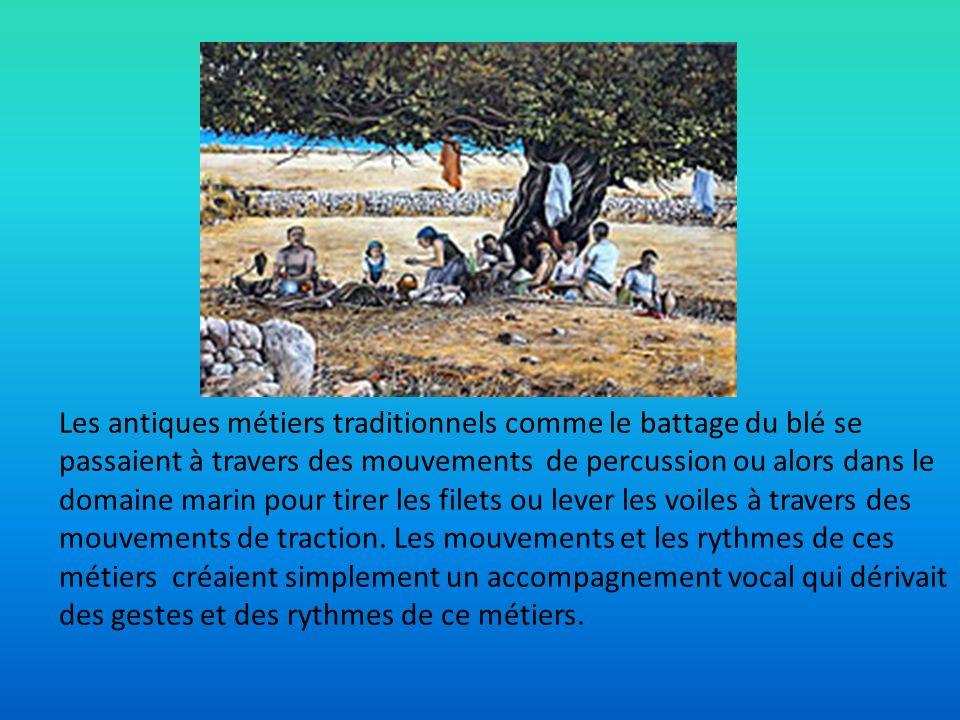Les antiques métiers traditionnels comme le battage du blé se passaient à travers des mouvements de percussion ou alors dans le domaine marin pour tir