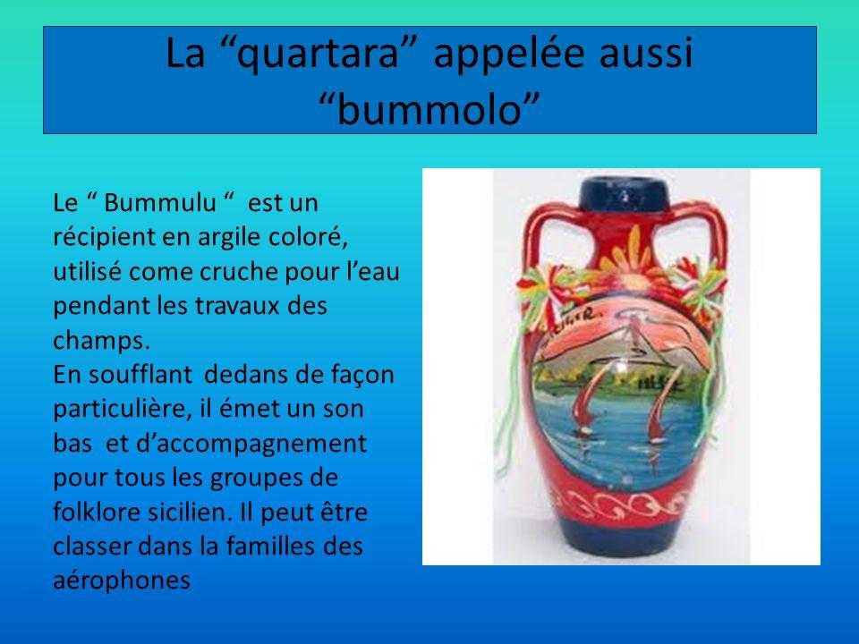 La quartara appelée aussi bummolo Le Bummulu est un récipient en argile coloré, utilisé come cruche pour leau pendant les travaux des champs. En souff