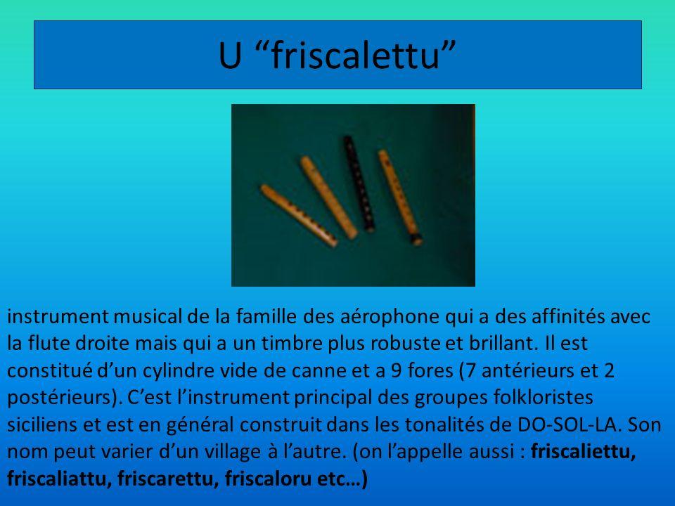 U friscalettu instrument musical de la famille des aérophone qui a des affinités avec la flute droite mais qui a un timbre plus robuste et brillant. I