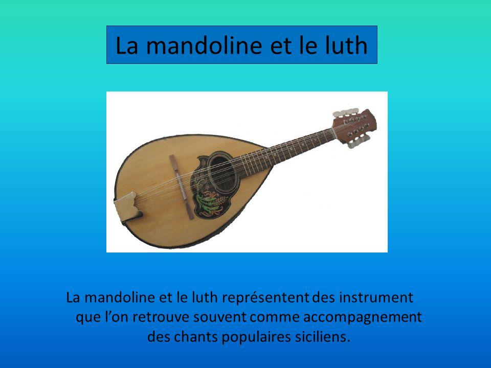 La mandoline et le luth représentent des instrument que lon retrouve souvent comme accompagnement des chants populaires siciliens. La mandoline et le