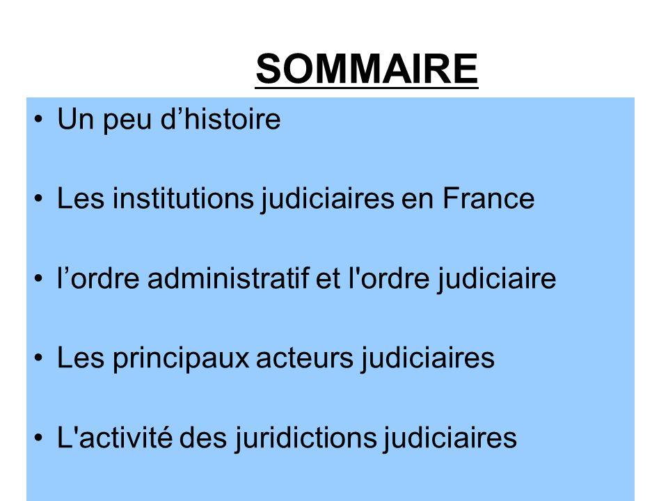 Histoire de la Justice en France Au fil des siècles, la Justice française est passée d une Justice d origine divine, rendue ou déléguée par le Roi, à une Justice d Etat, rendue au nom du Peuple français