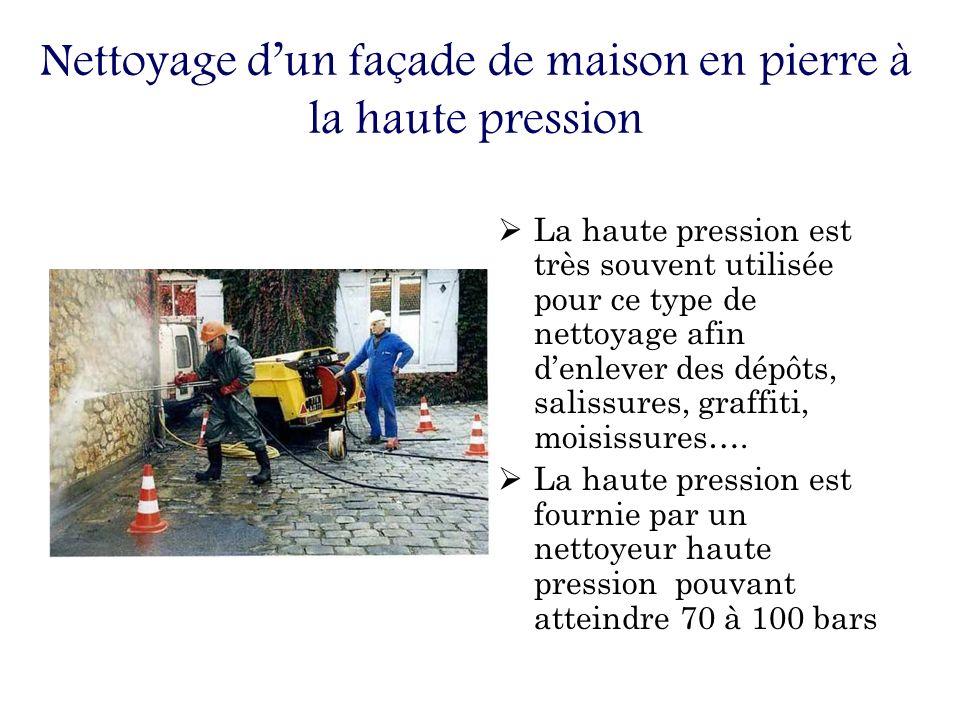 Nettoyage dun façade de maison en pierre à la haute pression La haute pression est très souvent utilisée pour ce type de nettoyage afin denlever des dépôts, salissures, graffiti, moisissures….