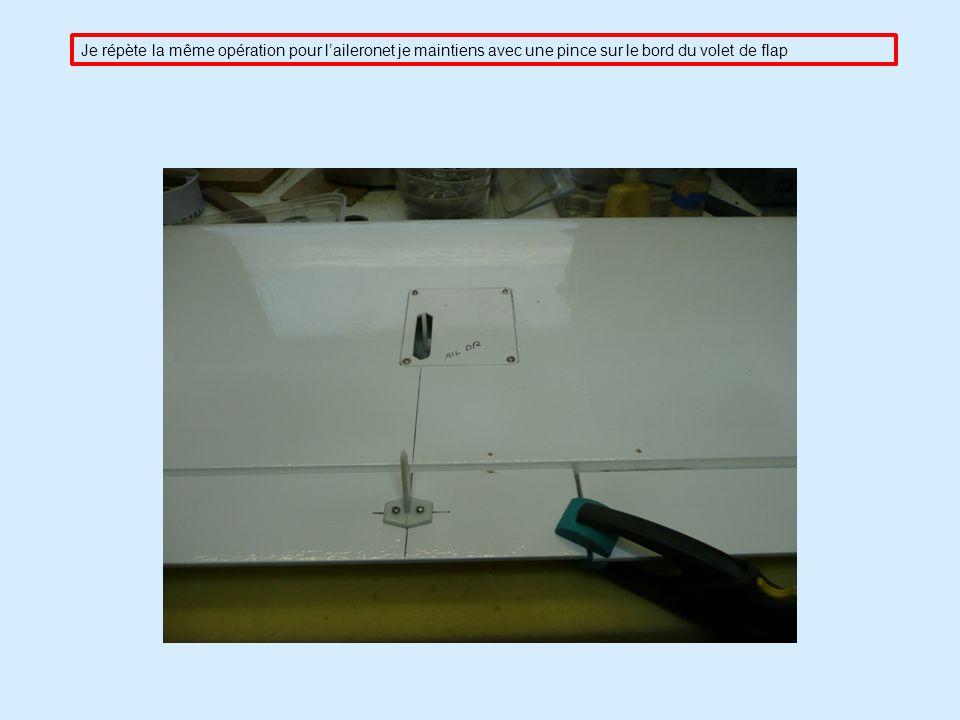 Je répète la même opération pour laileronet je maintiens avec une pince sur le bord du volet de flap