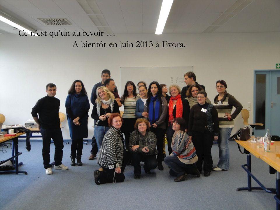 Photo collège de lextérieur Photo de réunion pot : motto Ce nest quun au revoir … A bientôt en juin 2013 à Evora.