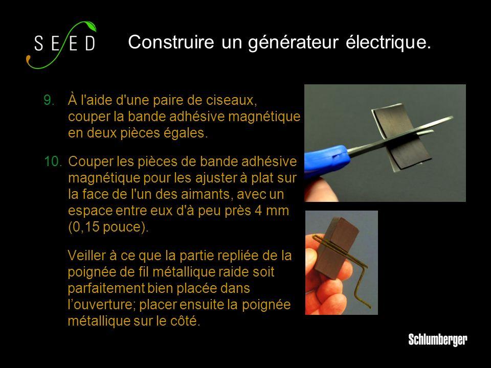 9.À l aide d une paire de ciseaux, couper la bande adhésive magnétique en deux pièces égales.