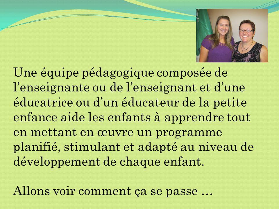 Une équipe pédagogique composée de lenseignante ou de lenseignant et dune éducatrice ou dun éducateur de la petite enfance aide les enfants à apprendr