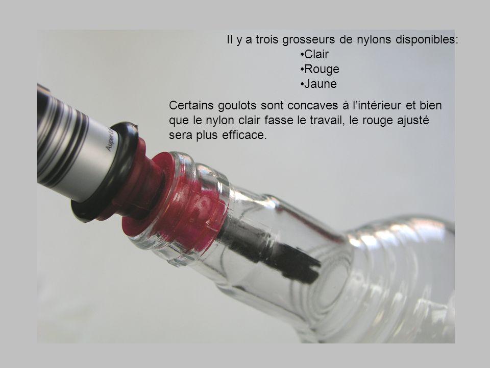 Il y a trois grosseurs de nylons disponibles: Clair Rouge Jaune Certains goulots sont concaves à lintérieur et bien que le nylon clair fasse le travail, le rouge ajusté sera plus efficace.