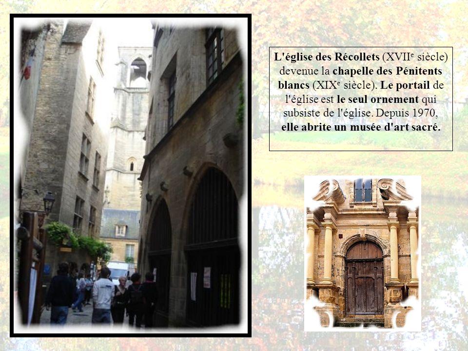 l'architecture de Sarlat en fait le site touristique le plus fréquenté de Dordogne et le quatorzième en France avec quelque 1 500 000 visiteurs chaque