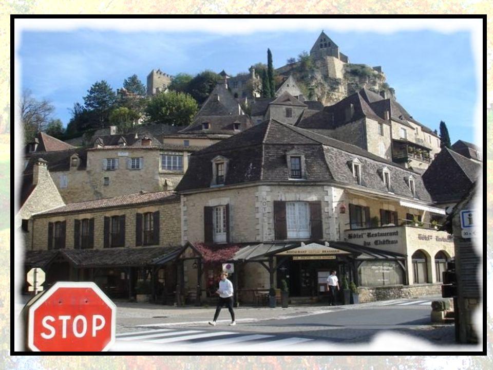 À l'époque de la guerre de Cent Ans, la forteresse de Beynac est l'une des places fortes françaises. La Dordogne sert alors de frontière entre France