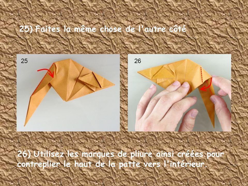 25) Faites la même chose de l'autre côté 26) Utilisez les marques de pliure ainsi créées pour contreplier le haut de la patte vers l'intérieur. 2526